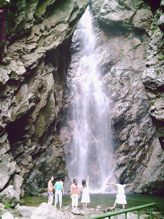 寨沟风景区位于栾川县城东3公里处,景区内有水上乐园,樊梨花寨,象鼻山