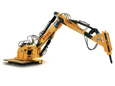 在三臂端部配有快速接头,可快速更换破碎锤,破碎钳,液压剪,挖斗,铲斗图片